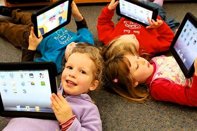 Pengaruh dan Bahaya Gadget pada Anak - Anak